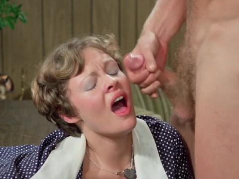 Уборщик мстит женщине за оскорбление