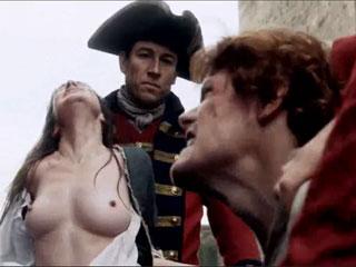 Солдаты мучают женщину