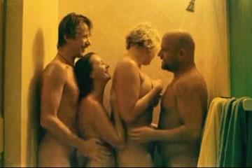 Фильм о том как две пары стали свингерами.