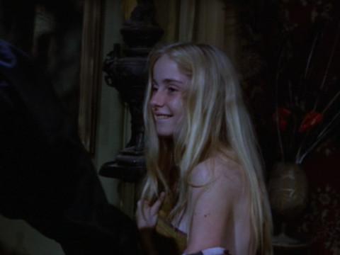 Молодая девушка попадает в паутину вампиризма