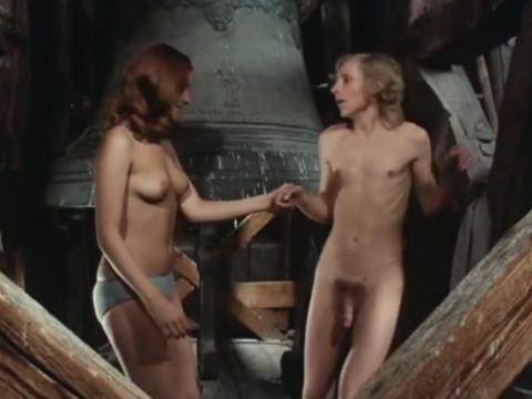 Девушка используют свое тело для достижения своих целей