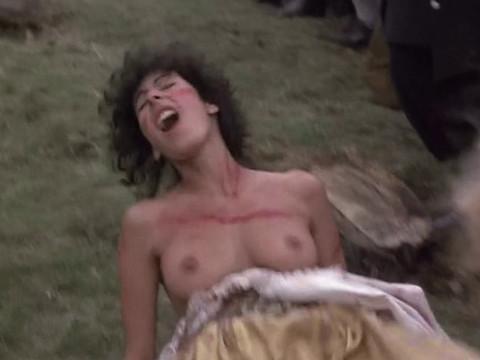 Знатная леди порет полуголую крестьянку