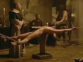 Инквизитор мучает бедную девушку обвиняя ее в колдовстве