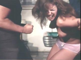 Бандиты похищают девушка черлидерш и принуждают к интиму