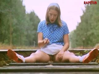 Сексуальные развлечения молодой девушки