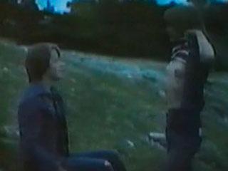 Девушка продемонстрировала свою грудь кавалеру