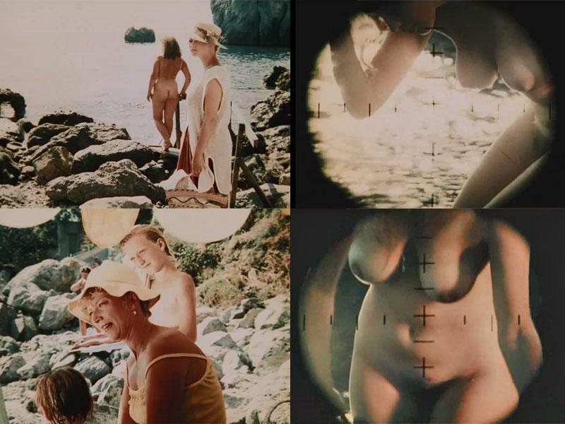 нудисты на пляже отжигают